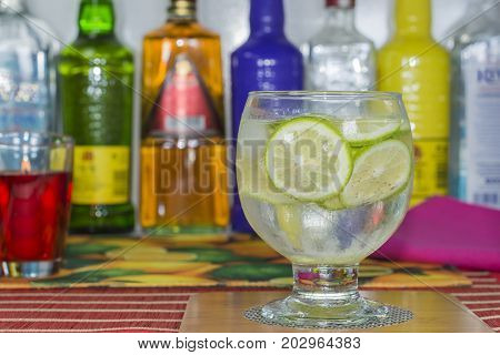 A Gin tonic with lemon  and ice