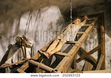 Old Torture Practice With Ladder, Dummy Instalation