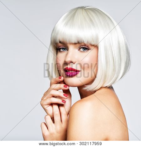 Beautiful woman with  bob hairstyle. beauty  fashion blonde model girl. hair concept Fashion portrait of woman with bob hairstyle. Vogue Style Woman.