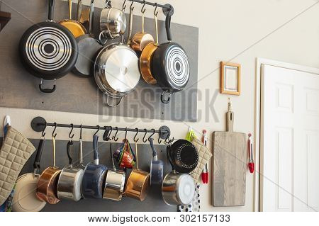 Kitchen Wall Rack For Hanging Pots, Pans, Aprons, And Other Utensils For Efficient Organization, Sto
