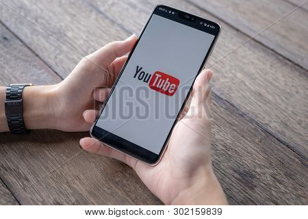 Chiang Mai,thailand - May 11, 2019 : Man Showing Screen Shot Of Youtube On Oneplus 6,  Youtube App O