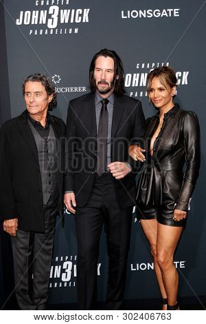 LOS ANGELES - MAY 15:  Ian McShane, Keanu Reeves, Halle Berry at the