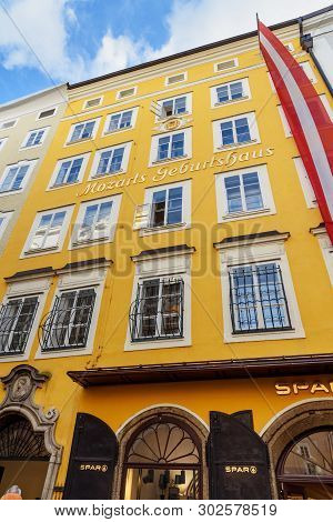 Salzburg, Austria - October 29, 2018: Mozarts Birthplace Museum.mozart Family Resided On The Third F
