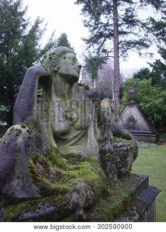 Friedhof Engesohde Statue, Taken In Hannover - Germany