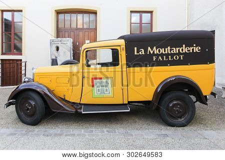 Beaune, France - October 6, 2017: Fallot Mustard Vintage Car At The Boutique In Beaune. Fallot Musta