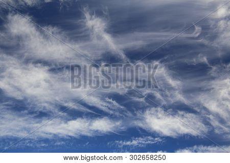 Fine Formations Of High Cirrus Spissatus Clouds .