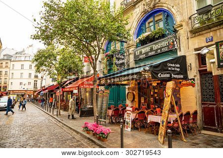 Paris, France - 24.04.2019: Latin Quarter. Narrow Street Of Paris Among Old Traditional Parisian Hou