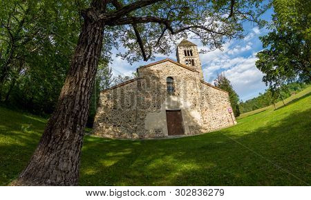 Old italian rural church. San Secondo is an antique small church (11th century), example of the Romanesque architecture in north Italy. Magnano, Piemonte, Italy