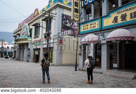 Hengdian, Zhejiang China - Jan 21 2020: Two Traveler Taking Photo To The View Of  The Hengdian's Wor