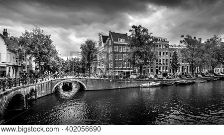 Amsterdam, The Netherlands - Sept 28, 2018: Canal Boat Entering The Keizersgracht Canal From The Lel
