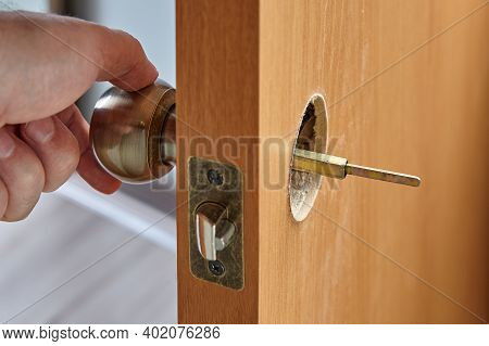 Installation Of An Interior Door Handle With A Spindle Visible On The Opposite Side.
