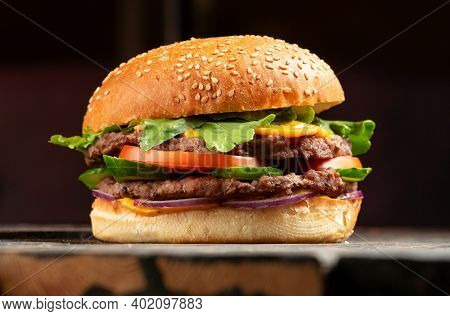 Perfect Hamburger Classic Burger American Cheeseburger With Cheese
