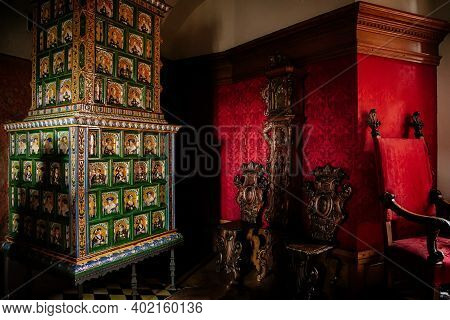 Castle Interior, Retro Style Room With Baroque And Renaissance Furniture And Old Antique Green Ceram