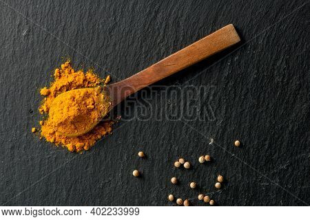 spon wtih turmeric spice and coriander seeds