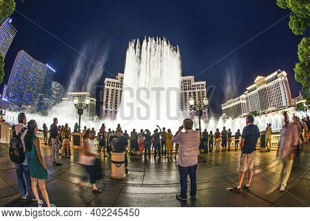 Las Vegas, Usa - June 15, 2012:  People Watch The Las Vegas Bellagio Hotel Casino, Featured With Its