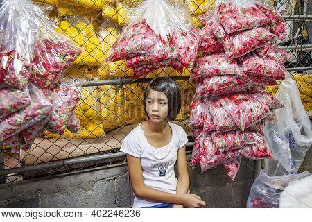 Bangkok, Thailand - May 12, 2009: Woman Sells Flowers At The Nightly Flower Market Pak Klong Thalat