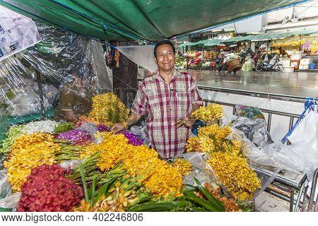 Bangkok, Thailand - May 12, 2009: Man Sells  Flowers At The Nightly Flower Market Pak Klong Thalat I
