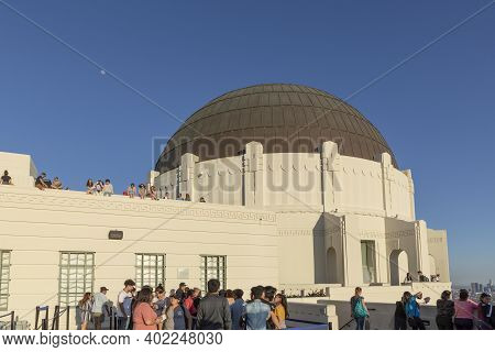 Los Angeles, Usa - Mar 17, 2019: Los  People At Griffith Observatory In Los Angeles In Sunset Time.