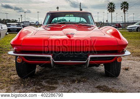 Daytona Beach, Fl - November 29, 2020: 1965 Chevrolet Corvette Sting Ray At A Local Car Show.