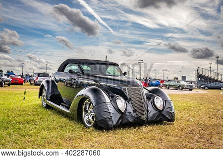 Daytona Beach, Fl - November 29, 2020: Customized 1937 Ford Deluxe Convertible At A Local Car Show.