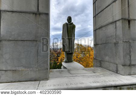 Prospect Terrace Park And The Roger Williams Statue In Providence, Rhode Island, Usa