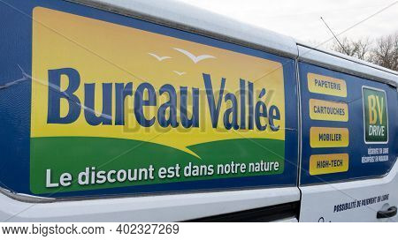 Bordeaux , Aquitaine  France - 01 05 2021 : Bureau Vallee Logo Brand And Text Sign For Office Suppli