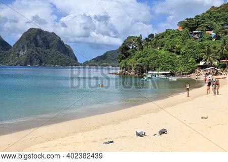 Palawan, Philippines - December 2, 2017: People Enjoy Marimegmeg Beach Of El Nido In Palawan Island,