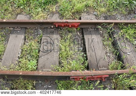 Railway Equipment. Assembly For Fastening Railroad Rails.