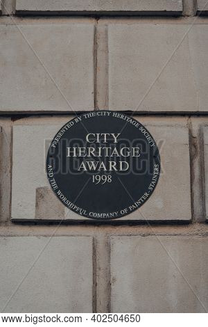 London, Uk - November 19, 2020: 1998 City Heritage Award On The Building On 19 Fleet Street, City Of