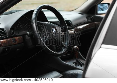 Chernigov, Ukraine - January 6, 2021: Car Bmw 7 (e38). View Of The Interior Of A Modern Automobile S