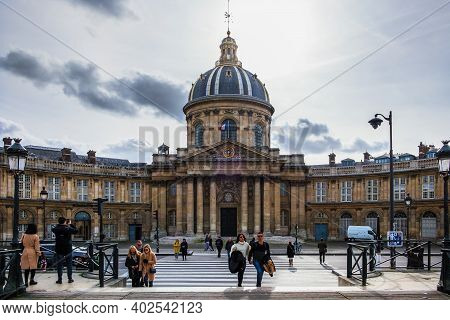 Paris, France, Fev 2020, Urban Scene By The Academie Francaise On The Rive Gauche, The Southern Bank