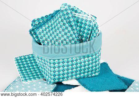 Hande Made Cotton Reusable Diy Facial Pads For Make Up Removal In Diy Basket