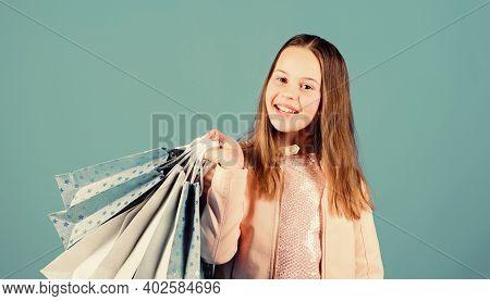 Fashionista Addicted Buyer. Fashion Boutique. Birthday Girl Shopping. Fashion Trend. Fashion Shop. L