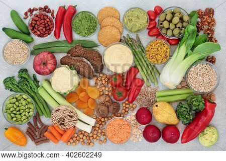 Low carb health food for vegan diabetics with foods high in antioxidants, anthocyanins, omega 3, vitamins, minerals, smart carbs and protein. Foods below 55 on the GI scale. Health care concept.