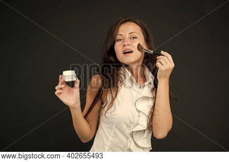 Fashion Makeup. Skincare Cosmetics. Sexy Woman Professional Make Up Brush. Mineral Foundations. Mine