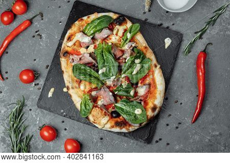 Meat Italian Pizza With Roast Beef, Steak Slices, Melted Cheese, With Olive Slices And Cheddar Chees