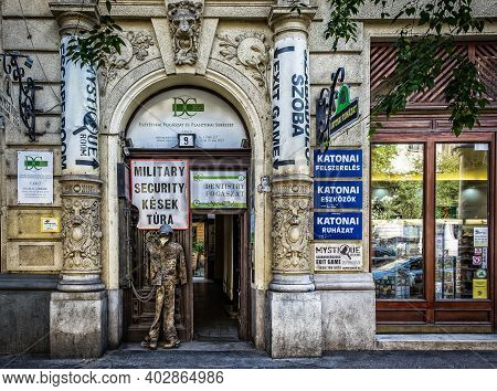 Budapest, Hungary, Aug 2019, View Of The Building Entrance At 9 Szent István Boulevard Leading To A