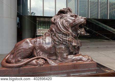 Hong Kong - July 15, 2017: Bronze Lion Statue At The Entrance Of Hsbc Bank Office In Hong Kong Centr