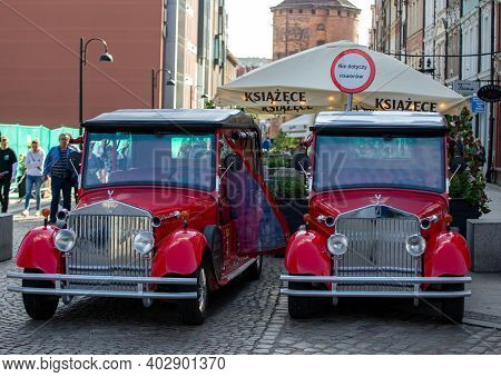 Gdansk, Poland - Sept 6, 2020: Two Red Reto-styled Electric Tourist Cars In The Old Town Of Gdańsk.