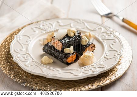 seaweed wrapped salmon fillet  with ginger an mayonnaise sauce