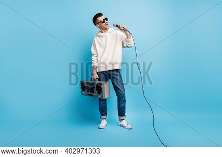 Photo Portrait Full Body View Of Singing Man With Stubble Carrying Boombox Holding Microphone Isolat