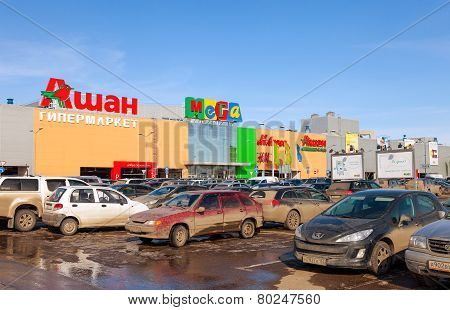 Auchan Samara Store. French Distribution Network Auchan United More Than 1300 Shops
