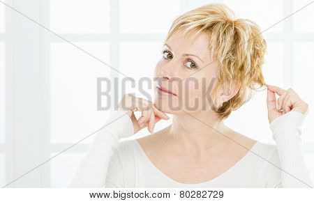 Forty years woman with short blonde hair