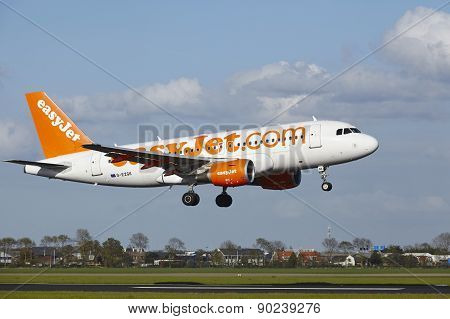 Amsterdam Airport Schiphol - A319 Of Easyjet Lands