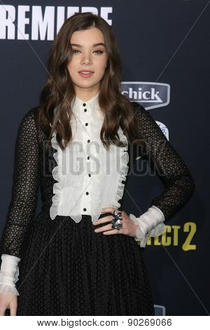 LOS ANGELES - MAY 9:  Hailee Steinfeld at the
