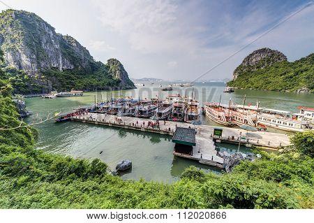 Halong Bay, Vietnam - Circa August 2015: Cruise Ships In Dau Go Island Bay, Halong Bay,   Vietnam