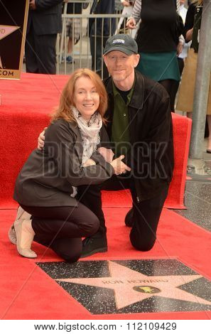 LOS ANGELES - DEC 10:  Cheryl Howard, Ron Howard at the Ron Howard Star on the Hollywood Walk of Fame at the Hollywood Blvd on December 10, 2015 in Los Angeles, CA