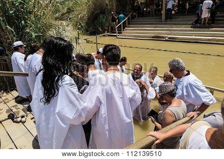 Yericho, Israel - July 14, 2014: Chrzest W Wodach Jordanu W Miejscu Chrztu Jezusa Qasr El Yahud Near