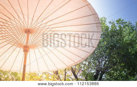 Vintage Outdoor Cotton Umbrella With Wooden Spokes