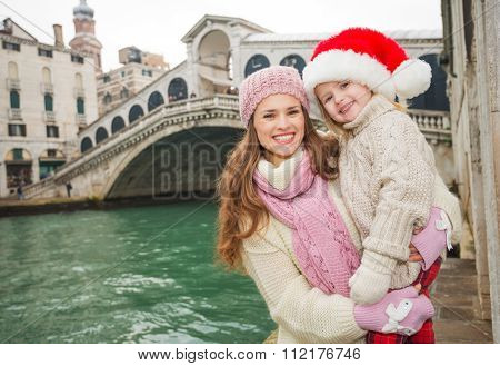 Mother And Child In Santa Hat In The Front Of Ponte Di Rialto